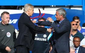 Wenger đã chịu thay đổi, Mourinho hãy coi chừng!