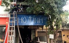 Hà Nội: Quán phở cháy lớn trên tầng thượng, người dân hô hoán chủ nhà thoát thân