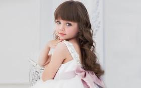 Chiêm ngưỡng dung nhan của bé gái xinh nhất thế giới