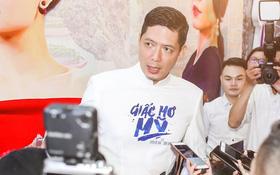 Bình Minh - Mai Thu Huyền diện áo dài trắng in tên phim mình đóng trong buổi ra mắt