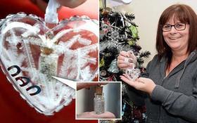 Người phụ nữ này trang trí cây thông Noel lung linh đón Giáng sinh nhưng ai biết được sự thật mới thấy rợn người