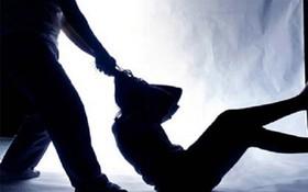 Điều tra vụ nam thiếu niên dùng vũ lực khống chế bé gái 13 tuổi rồi hiếp dâm trong bãi xe bệnh viện