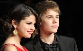 """Không follow Justin Bieber, nhưng Selena Gomez bị phát hiện vẫn """"rình"""" bạn trai đăng gì trên mạng"""