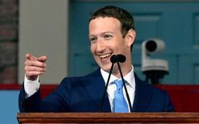 Ông chủ Facebook không hề bận rộn như bạn tưởng đâu, vẫn có thời gian đi chơi thoải mái nữa kia
