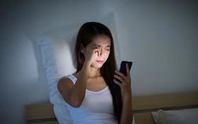 """6 mẹo bảo vệ """"cửa sổ tâm hồn"""" khi dùng smartphone"""