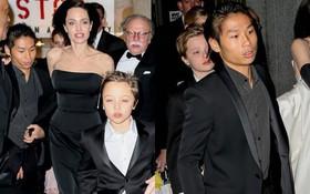 Pax Thiên diện suit lịch lãm, ra dáng người đàn ông chững chạc hộ tống Angelina Jolie tại sự kiện