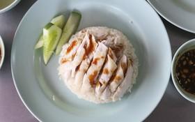 Món cơm gà chưa đến 30k ở Thái Lan có gì đặc biệt mà khiến khách xếp hàng dài chờ ăn