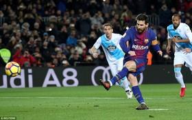 """Messi sút hỏng phạt đền trong chiến thắng """"4 sao"""" của Barca"""