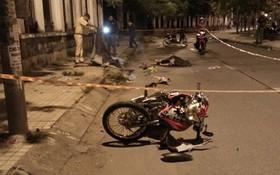 Hai thanh niên tử vong bất thường cạnh xe máy