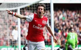 Cựu danh thủ Arsenal giải nghệ ở tuổi 37
