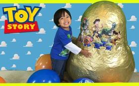 Muốn kiếm vài trăm tỷ đồng? Cứ nghịch đồ chơi rồi đăng lên YouTube như cậu bé 6 tuổi này là được!