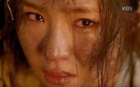 Mải ngủ bên phu quân, Shin Se Kyung bị vợ cũ của Kim Rae Won thiêu sống