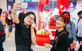 """Giới trẻ Sài Gòn nô nức selfie trong """"Ngôi Làng Tuyết Rơi"""" đẹp như châu Âu"""