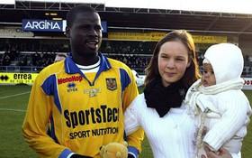 Cựu sao Arsenal: Sống chui lủi, nghèo đến cùng cực, không đủ tiền mua nổi máy giặt