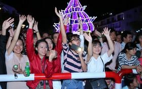 """Giới trẻ thích thú với đêm nhạc EDM Giáng sinh cực """"bốc"""" tại Phú Quốc"""