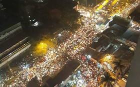 Tắc đường kinh hoàng tại Hà Nội: Người dân chôn chân tại chỗ gần 2h đồng hồ vẫn chưa về tới nhà