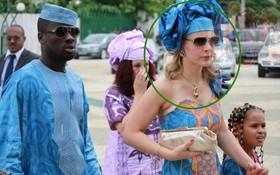 """""""Đừng đưa hết tiền cho vợ! Nếu không hãy hỏi Eboue"""""""