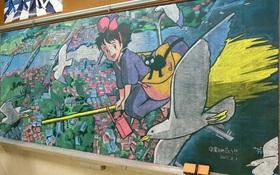 Thầy giáo vẽ tranh hoạt hình trên bảng phấn chúc mừng học trò tốt nghiệp