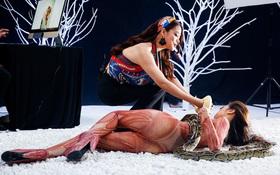 """Khán giả hụt hẫng khi Host Trương Ngọc Ánh chỉ đến... tặng trăn cho thí sinh """"Next Top Model"""""""