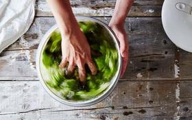 Khi rửa rau nhớ làm việc này để giữ chúng tươi ngon cả tháng