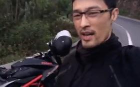"""Johnny Trí Nguyễn """"khoe"""" gặp tai nạn giao thông, vỡ nát xe Ducati 400 triệu"""