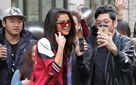 Selena Gomez chính là ngôi sao chăm tự sướng cùng fan nhất