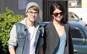 """Tuyên bố không còn yêu, Selena Gomez vẫn gửi """"thông điệp bí mật"""" cho Justin Bieber?"""