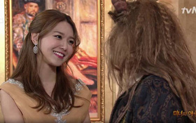"""Sooyoung (SNSD) bắt chước """"Beauty and the Beast"""" trên SNL Korea 9"""