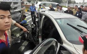 Hà Nội: Xe đầu kéo đâm bẹp đuôi Mazda 3, 2 phụ nữ nhập viện cấp cứu