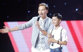 """Giọng hát Việt nhí: """"Cậu bé dân ca"""" phụ gia đình ở rừng cao su gây xúc động với giọng ca nức nở"""