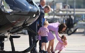 Vợ chồng Hoàng tử Anh đã phá bỏ quy định quan trọng của Hoàng gia Anh trong chuyến công du cùng 2 con mới đây