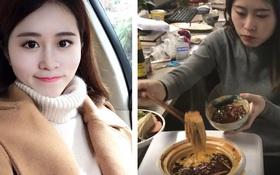 """Độc quyền: Phỏng vấn """"thánh ăn vụng"""" Trung Quốc trong loạt clip nấu ăn ở nơi làm việc khuynh đảo MXH"""