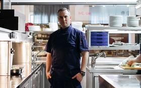 Tim Raue: Đầu bếp Michelin hay một fan hâm mộ sneaker thứ thiệt?