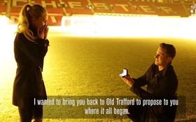 Cầu hôn tại Old Trafford, fan Man Utd được Ibrahimovic chúc phúc