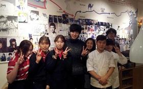 Tới Hàn Quốc, muốn gặp thần tượng không đâu dễ bằng đến chính quán cafe do họ mở!