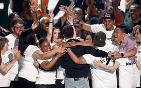 Clip: Loạt sân khấu phóng hỏa VMAs 2017 từ Katy Perry, Miley Cyrus, Demi Lovato...