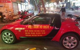 Chùm ảnh: Những chiếc xe mang màu cờ sắc áo tràn ngập phố phường trước trận chung kết của U23 Việt Nam