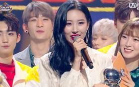 Sunmi giành No.1 với hit nghi đạo nhái, netizen Hàn chúc mừng… Cheryl Cole