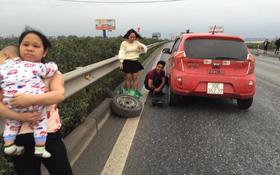 Hành động tử tế: Những tài xế bỏ trận chung kết của U23 Việt Nam để giúp đỡ một người phụ nữ giữa đường