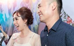 """Tiến Luật tình cảm không rời Thu Trang nửa bước tại buổi ra mắt phim """"798Mười"""""""