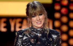 """Chiến thắng giải thưởng lớn """"Artist of the year"""", Taylor Swift tiếp tục làm nên kỉ lục mới tại AMAs 2018"""