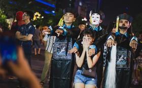 """Hà Nội và Sài Gòn tràn ngập """"ma quỷ"""" đêm Halloween: Từ cương thi, vô diện đến phù thủy tưng bừng xuống phố"""
