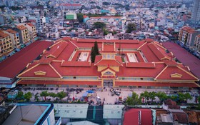 Cảnh buôn bán sầm uất trở lại của chợ Lớn gần 100 tuổi ở Sài Gòn sau 2 năm tạm ngưng sửa chữa