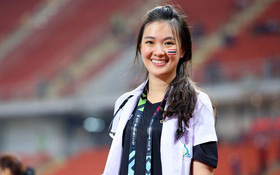 Thái Lan có khác, nữ bác sĩ của đội tuyển bóng đá cũng xinh như hot girl!