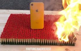 """""""Hỏa thiêu"""" iPhone XR với 10.000 que diêm và cái kết xót xa nhói lòng"""