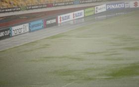 """Sân Bukit Jalil ngập nặng, tuyển Việt Nam có thể phải """"thủy chiến"""" với Malaysia"""