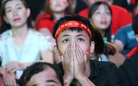 Kết thúc hiệp 1: Malaysia rút ngắn tỷ số xuống còn 1-2, nhiều CĐV hụt hẫng và tiếc nuối