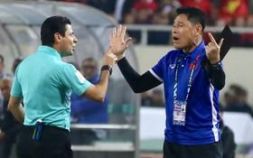 Trọng tài đẳng cấp World Cup gây bức xúc vì liên tục rút thẻ phạt cầu thủ Việt Nam