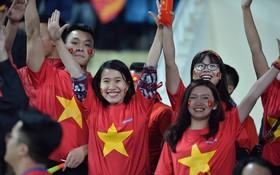Hàng vạn CĐV đã nhuộm đỏ SVĐ Mỹ Đình, sẵn sàng tiếp thêm sức mạnh cho ĐT Việt Nam trong trận chiến cuối cùng với Malaysia