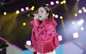 Cập nhật: Erik tình tứ bên Min, cùng Suni Hạ Linh thể hiện loạt hit sôi động trên sân khấu Việt - Hàn